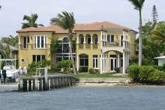Villa auf dem Wasser Lizenzfreies Stockfoto