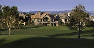 Villa auf Golfplatz Stockfotos