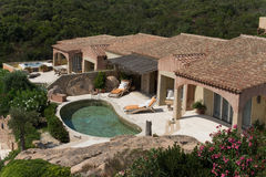 Villa avec la piscine Photos stock