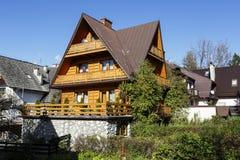 Villa avec les toits en pente, Zakopane Photographie stock libre de droits