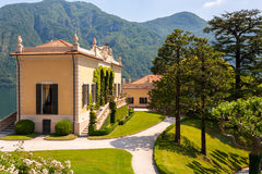 Villa Balbianello i sommarsun Arkivbild