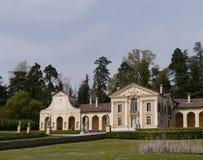 Villa Barbaro i maser med solurvingen Fotografering för Bildbyråer