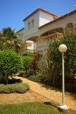 Villa con il giardino Fotografia Stock Libera da Diritti