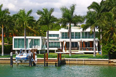 Villa contemporaine dans Miami Beach, la Floride Photographie stock libre de droits