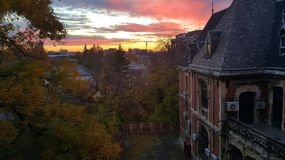 Villa d'Interbellic au coucher du soleil, Bucarest, Roumanie Photographie stock libre de droits