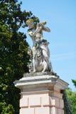 Villa de belvédère et statue publiques de mâle dans Mirano photographie stock
