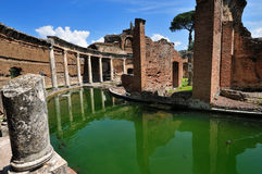 Villa de Hadrian, Tivoli - le théâtre maritime Image stock