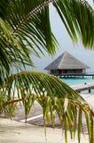 Villa de l'eau dans l'océan Photo libre de droits