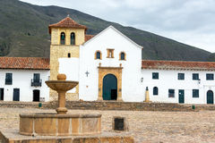 Villa de Leyva Church και πηγή Στοκ Εικόνες