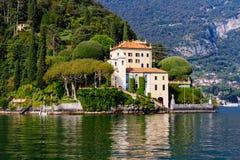 Villa Del Balbianello som gifta sig villaComo sjön royaltyfri bild