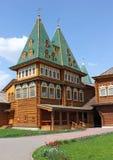 Villa in der alten russischen Art Stockbilder