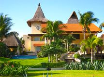Villa in der tropischen Ferien-Rücksortierung Stockbilder