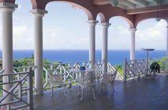 Villa die oceaan overzien Stock Foto's