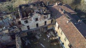 Villa du style européen du 18ème siècle après le feu qui a brûlé Photographie stock