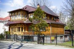 Villa en bois construite en 1908 dans Zakopane image stock