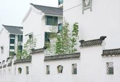 Villa en muur Royalty-vrije Stock Afbeeldingen