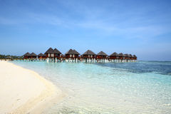 Villa et plage de vater des Maldives Photo stock
