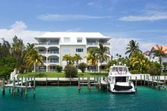 Villa et yacht de luxe, île de paradis, Nassau, Bahamas photos libres de droits