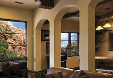 villa för bergssida för arizona hemmiljö modern Arkivfoto