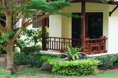 Villa, faisant du jardinage, aménageant en parc photo stock