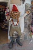 VILLA GENERAL BELGRANO, ARGENTINE - 3 AVRIL 2015 : Figurine à l'entrée de restaurant en villa General Belgrano photos libres de droits