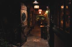 VILLA GESELL, 21 ARGENTINIË-MAART, 2018: Binnenland van een mooie en comfortabele Ierse bar genoemd Oude Hobbit stock fotografie