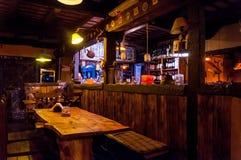 VILLA GESELL, 21 ARGENTINIË-MAART, 2018: Binnenland van een mooie en comfortabele Ierse bar royalty-vrije stock foto's