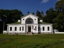 Villa in het park van Kashanovka stock afbeeldingen