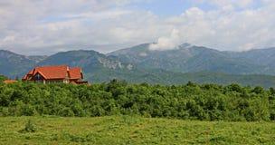 Villa im Busen der Natur lizenzfreies stockfoto