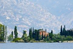 Villa at the lake Royalty Free Stock Photos