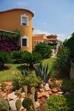 Villa met tuin Stock Afbeeldingen