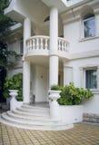 Villa met tuin Royalty-vrije Stock Foto's