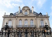 Villa mit Wappen in Rennes, Frankreich Stockfotos