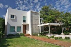 Villa moderna immagini stock