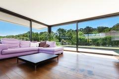 Villa moderna, interna immagini stock
