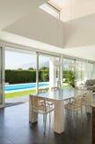 Villa moderne, beaux intérieurs images stock
