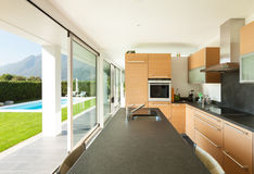 Villa moderne, beaux intérieurs Images libres de droits