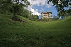 villa op heuvel royalty-vrije stock foto's
