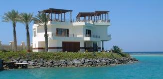 Villa op overzees Stock Foto's