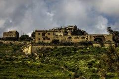 Villa på en kulleöverkant i Gozo Arkivfoton