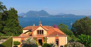 Villa på sjön Maggiore Arkivfoton