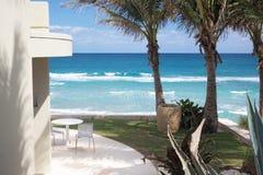 Villa paisible sur le bord de la mer, Palm Beach, la Floride Photographie stock libre de droits