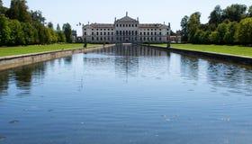 Villa Pisani, berömd venetian villa i Italien royaltyfria foton