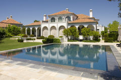 Villa with pool Royalty Free Stock Photos
