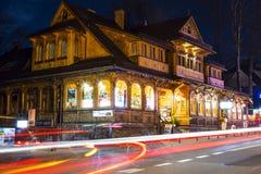 Villa Slimak autrefois Zoska la nuit dans Zakopane Image libre de droits