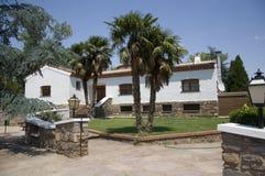 Villa spagnola piena di sole bianca Immagini Stock