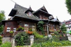 Villa traditionnelle construite dans le style de la région Photographie stock