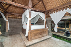 Villa traditionnelle et antique de chambre à coucher dans Bali Images stock