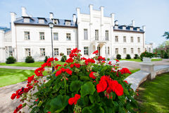 Villa und Garten Stockfotos