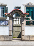 Villa urbaine par la rue Images libres de droits
